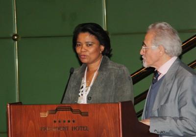 Участников приветствует избранный презижент ИФЛА Эллен Тайз
