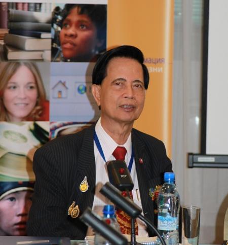 Срисакди Чармонмен, Председатель правления, исполнительный директор Колледжа дистанционного интернет-образования Assumption University