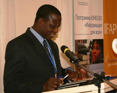 Лайнус Икпаахинди, директор Национальной библиотеки Нигерии