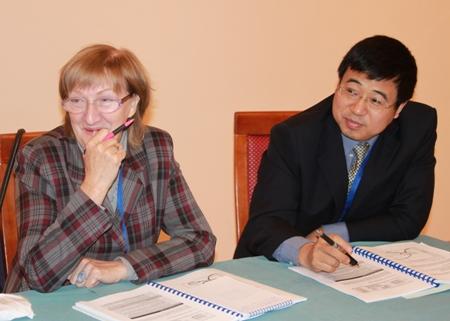 И.И. Миронова и Сюй Чжан на заседании второй рабочей группы Совещания