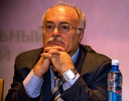 И.М. Дзялошинский